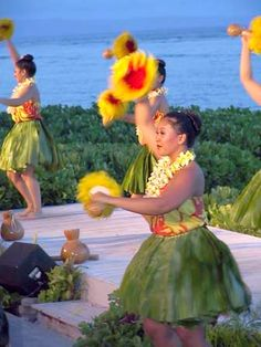 Hula with 'uli'uli.