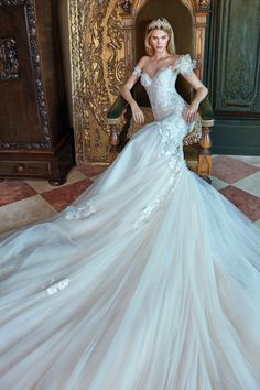 Feel Like Royalty As You Walk Down the Aisle in this L U X U R I O U S Fit and…