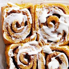 Slow Cooker Pumpkin Cinnamon Rolls This pumpkin recipe is your new go-to fall breakfast. Delicious and addicting, these slow cooker cinnamon rolls will definitely be a family favorite. Fall Breakfast, Breakfast Cake, Breakfast Dishes, Breakfast Recipes, Pumpkin Cinnamon Rolls, Pumpkin Bread, Desserts Menu, Pumpkin Pie Recipes, Bread Recipes