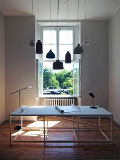 Benjamin Hubert's installation. I want an office table/space like this!!!!!