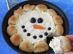 Skillet Dip Snowman-Warm up with winter with a skillet full of hot chicken dip surrounded by hot rolls. Scoop up the dip with the bread and enjoy. See the tutorial at Hungry Happenings. Finger Food Appetizers, Appetizers For Party, Appetizer Recipes, Finger Foods, Holiday Treats, Christmas Treats, Holiday Recipes, Christmas Christmas, Cream Cheese Chicken