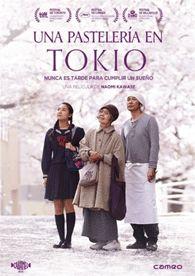 """DVD CINE 2424 - Una pastelería en Tokio (2015) Xapón. Dir.: Naomi Kawase. Drama. Vellez. Sinopse: Sentaro ten unha pequena pastelaría en Tokio na que serve dorayakis (pasteliños recheos dunha salsa chamada """"an""""). Cando unha simpática anciá ofrécese a axudarlle, el accede de mala gana, pero ela demóstralle que ten un don especial para facer """"an"""". Grazas á súa receita secreta, o pequeno negocio comeza a prosperar."""