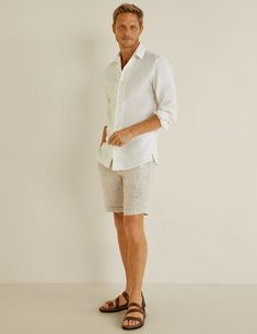 Summer shirts tend to be bold and colourful and much harder to style than more sober styles. These are the most stylish options we could find in every style that matters this summer Chemise Slim Fit, Summer Outfits Men, Summer Men, Grandad Shirts, Korean Street Fashion, Mens Outfitters, Facon, Summer Shirts, Beige