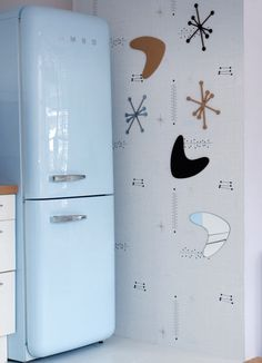 Magnetic wallpaper that's modern, useful, and fun for everyone? I'll take it! We recently spotted some magnetic wallpaper and went on the hunt for a modern alternative and guess what we discovered? Yes! It exists!
