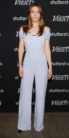 Look of the Day - Jessica Biel nailed spring dressing with an effortless Roland Mouret jumpsuit and she anchored her lilac one-piece with black pumps. Best Celebrity Dresses, Celebrity Style Casual, Celebrity Look, Celeb Style, Jessica Biel, Beliage Hair, Actress Jessica, Kendall Jenner Style, Kylie Jenner