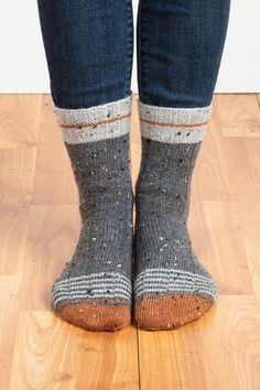 Chatter Lane Socks : Broken rib patterns in both the cuff and body of these socks add a little twist to the traditional design, as well as adding a nice degree of elasticity for a stretchy fit. Debbie Macomber, Knitting Socks, Free Knitting, Knitting Machine, Vintage Knitting, Knitting Projects, Crochet Projects, Knitting Tutorials, Knitting Patterns
