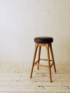 TRUCK|252.  BT HIGH STOOL