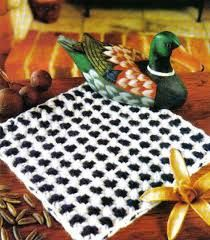 Resultado de imagen para telar cuadrado puntos Loom Knitting, Knitting Patterns, Picnic Blanket, Outdoor Blanket, Weaving Techniques, Lana, Applique Designs, Farmhouse Rugs, Feltro