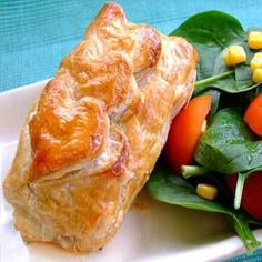Sweetcorn and Feta Pies. Sweetcorn spinach feta mint wrapped in a puff pastry shell - perfect picnic food or a chic office lunchtime snack Picnic Foods, Picnic Recipes, Picnic Ideas, Pastry Shells, Spinach And Feta, Looks Yummy, Plant Based Recipes, Creative Food, I Foods