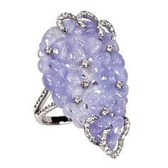 SWEET LAVENDER Ring in 18k white gold with carved lavender jade and 0.71 ct. t.w. diamonds