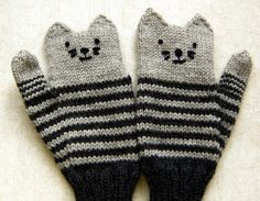 Ravelry: Kitten Mittens pattern by Alyssa Lynough - FREE knitting pattern Knitting For Kids, Knitting Projects, Baby Knitting, Crochet Projects, Knitting Patterns, Crochet Patterns, Free Knitting, Knitting Ideas, Mittens Pattern