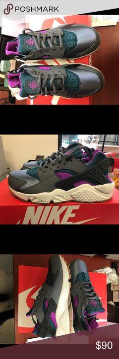 BRAND NEW!!!! Women's Nike Huaraches Run Brand new, never worn Women's Nike Huarache Run Shoes Athletic Shoes