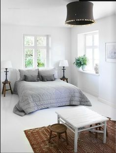 Bedside table lamps used in  an innovative way - what a great room too!