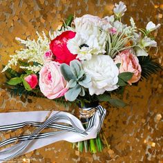 white and pink wedding bouquet idea