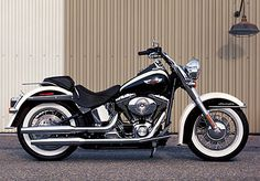 2005 The FLSTNI Softail Deluxe adds a sleek look to the Softail line and a paint scheme reminiscent of 1939 Harley-Davidson motorcycles. Harley Davidson History, 2008 Harley Davidson, Motos Harley Davidson, Harley Davidson Street, Custom Motorcycles, Motorcycles For Sale, Victory Motorcycles, Custom Bikes, Heritage Softail