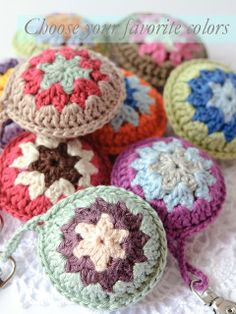 Crochet Purses Design Crochet accent for bags by Anabelia Crochet Ball, Crochet Shell Stitch, Crochet Motifs, Crochet Mandala, Love Crochet, Crochet Gifts, Crochet Flowers, Knit Crochet, Crochet Patterns