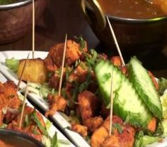 Classic Indian Restaurant Food | ifood.tv East Indian Food, Indian Food Recipes, Ethnic Recipes, Restaurant Recipes, Kung Pao Chicken, Delicious Desserts, Veggies, Tasty, Meat