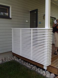 aita - Asuntomessut 2013 I guess we'll go for this at the terrace (although not my favorite - would love glass or iron made fence. Diy Privacy Screen, Patio Privacy, Outdoor Spaces, Outdoor Living, Outdoor Decor, New Patio Ideas, Front Deck, Decks And Porches, Outdoor Projects