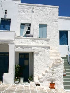 the house in the castle, kimolos, cyclades Hol Up, Beautiful Homes, Beautiful Places, Greek House, What A Wonderful World, Greece Travel, Greek Islands, Oh The Places You'll Go, Tuscany