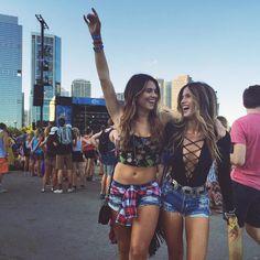 View more ideas about Praise clothes, Raver bones and Festival clothes. Summer Music Festivals, Music Festival Outfits, Coachella Festival, Rave Festival, Festival Lollapalooza, Lollapalooza Chicago, Look Festival, Festival Wear, Festival Fashion