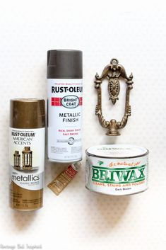 You only need a few inexpensive supplies to create a gorgeous faux antique brass finish that's perfect for hardware, light fixtures, and more! Bronze Spray Paint, Paint Brass, Rustoleum Metallic, Metallic Paint, How To Antique Wood, Antique Brass, Antique Interior, Antique Hardware, Brass Bathroom Fixtures