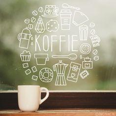 Kun je je dag niet beginnen zonder een kopje koffie? Dan staat deze #raamtekening vast goed op je (keuken) raam! Ook geschikt voor lunchrooms en café's.