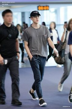 Love and Lust are different things but they're so close. Sehun, Exo Mitglieder, Airport Fashion Kpop, Kpop Fashion, Korean Fashion Men, Korean Street Fashion, Mens Fashion, Korea Street Style, Stylish Men