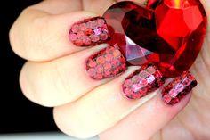 Gorgeous nail design for the stylish fashionista.