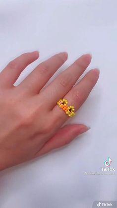 Diy Wire Jewelry Rings, Diy Beaded Rings, Diy Crafts Jewelry, Diy Seed Bead Earrings, Seed Bead Jewelry, Bead Jewellery, Diy Cute Rings, Diy Rings, Diy Friendship Bracelets Patterns