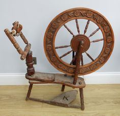 Antique/vintage Wooden Spinning Wheel - Beautifully Carved