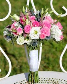 Bouquet de mariée Fleurs d'un nouveau monde - Modèle FantaisieBouquet moderne roses blanches et arums© Fleurs d'un nouveau monde