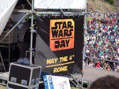 #Maythe4th #StarWarsDay live dal Colosseo! Un mare di gente attende la Marcia dell'Impero!
