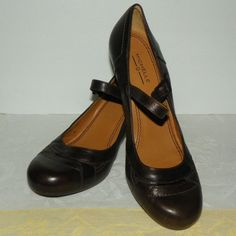367db6568f5c0 Michelle D Brown Leather Shoes Sandals Mary Jane Kitten Heels Size 9 Medium