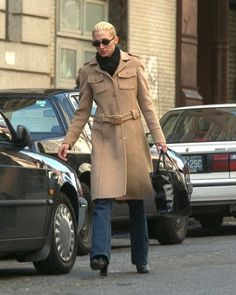 Fall Style Is Where Carolyn Bessette-Kennedy Really Shines Jfk Jr, Kennedy Jr, Carolyn Bessette Kennedy, Wife Pics, Camel Coat, Look Chic, Timeless Fashion, Timeless Classic, Classic Style