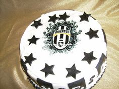 Torta Juventus by Fancy Food and Cakes Cake Cookies, Cupcake Cakes, Cupcakes, Food Cakes, Happy Birthday Football, Soccer Cake, Sport Cakes, Food Art, Cake Recipes