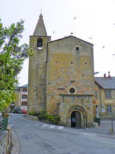 Eglise Saint-Martin d'Odeillo à Font-Romeu-Odeillo-Via - Plus d'infos sur le lien 👉 Languedoc Roussillon, Saint Martin, Barcelona Cathedral, Building, Travel, Antique Doors, Photography, Viajes, Buildings