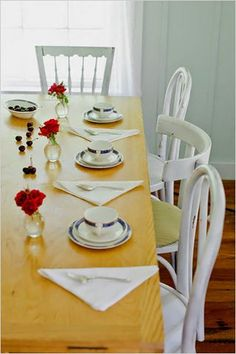Google Image Result for http://thedecorologist.com/wp-content/uploads/2010/03/mismatched-chairs-via-dailywd_womansday.jpg