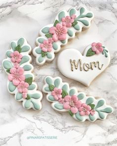 50 Novel Mother's Day Cookie Decoration Ideas to Surprise Her - Cupcakes Mother's Day Cookies, Fancy Cookies, Valentine Cookies, Iced Cookies, Cute Cookies, Birthday Cookies, Royal Icing Cookies, Sugar Cookies, Heart Cookies