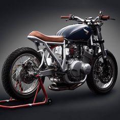 "dropmoto: ""Balanced build, all around. Even the palette flows perfectly. Honda CB400 four custom built by @Mandrillchina. . #dropmoto #hondacb #cb400 #cb400four #streettracker """