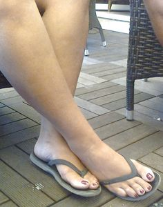 Sexy Sandals, Bare Foot Sandals, Big Calves, Unique Mens Rings, Foot Pics, Barefoot Girls, Sexy Toes, Women's Feet, Beautiful Legs