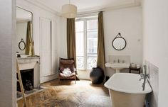 How incredible to have a fireplace and claw-foot bathtub in a Parisian bathroom? Our property for sale in le Marais, Paris.