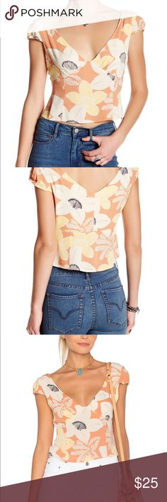 """NWT Free People Into The Groove Cropped Top Get into the groove in this eye-catching top! Elevated by a cropped cut and richly-hued floral print, this style is sure to make a statement. A deep V-neckline perfectly frames the face in this must-have blouse. Approximately 19-in. Length, Bust 36""""  Side invisible zip closure V-neckline Short cap sleeves Woven fabric Hand wash Rayon Import Free People Tops Crop Tops"""