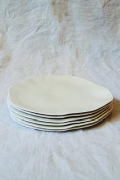 white plates made in belgium | makié.