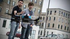 Uma empresa canadense lançará uma pulseira que controla dispositivos eletrônicos como computadores, consoles de games e drones à distância, a partir de gestos. O lançamento será feito em setembro, mas é já possível reservar uma por US$ 149 no site da empresa - veja o vídeo que empolgou Wozniak, cofundador da Apple, na Veja.
