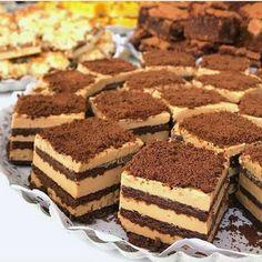 Prăjitură cu blat de cacao si crema mascarpone • Gustoase.net Food Cakes, Cupcake Cakes, Cupcakes, Romanian Desserts, Cake Recipes, Dessert Recipes, Eat Dessert First, Cookie Desserts, Cake Pops