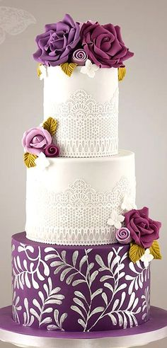 Beautiful Wedding Cake with Sugarflowers