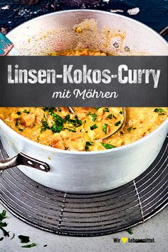 Linsen-Kokos-Curry Discover the variety that curries have to offer and prepare our recipe with red lentils, ginger, leeks, carrots, garlic and coconut milk Pasta Recipes, New Recipes, Crockpot Recipes, Vegetarian Recipes, Snack Recipes, Healthy Recipes, Vegetarian Curry, Kitchen Recipes, Chicken Recipes