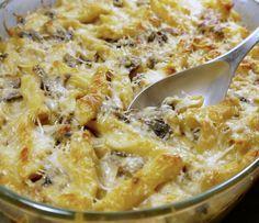 Πλήρες πιάτο-γεύμα, πλούσιο σε υλικά, νοστιμιά, υφή, άρωμα: πένες φούρνου με κοτόπουλο και μανιτάρια. Έξτρα tips: τα μυστικά για τέλεια ζυμαρικά φούρνου. Cookbook Recipes, Kitchen Recipes, Pasta Recipes, Chicken Recipes, Cooking Recipes, Dinner Entrees, Dinner Recipes, Pasta Dinners, Savoury Dishes