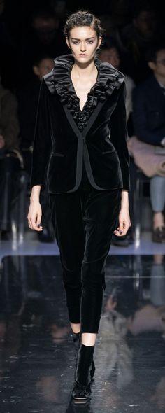 Giorgio Armani Fall-winter - Ready-to-Wear Giorgio Armani, Emporio Armani, Celebrity Weddings, Celebrity Style, Chanel Style Jacket, Christopher Bailey, Runway Fashion, Womens Fashion, Glamour
