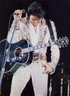 ☜(◕¨◕)☞   Elvis Presley